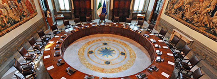 Foto del tavolo rotondo della Sala del Consiglio dei MInistri