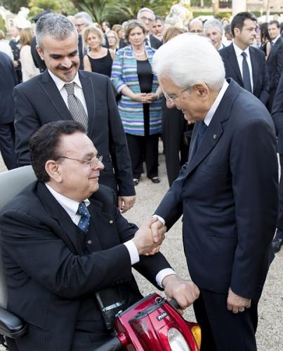 Il Presidente FIABA Giuseppe Trieste stringe la mano al Presidente della Repubblica Sergio Mattarella