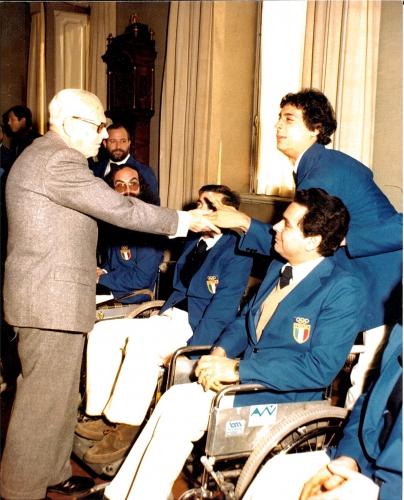 Delegazione della Nazionale paralimpica italiana con il Presidente della Repubblica Sandro Pertini. Il Presidente Trieste è il primo sulla destra
