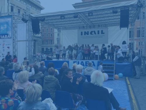 Foto del palco del FIABADAY in piazza Colonna
