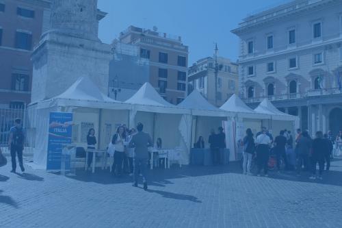 Foto dei stand del FIABADAY 2019 su Piazza Colonna